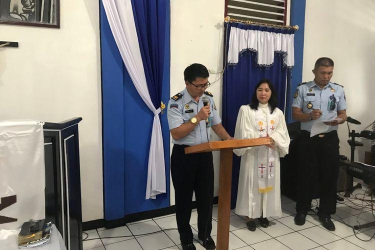 Pegawai LPKA Tomohon, Sulawesi Utara, saat membacakan remisi pada Selasa (25/12/2018).