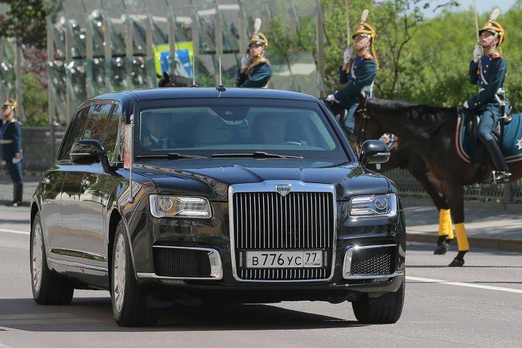 Inilah Kortezh, limosin baru yang dinaiki Vladimir Putin ketika datang ke pelantikannya sebagai Presiden Rusia Senin (7/5/2018). Mobil tersebut diklaim sebagai bikinan Rusia.