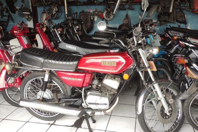 jejeran motor antik di Marwan Motor