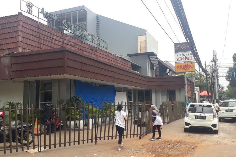 Apotek Senopati di Jalan Senopati, Kebayoran Baru, Jakarta Selatan, yang ditabrak mobil Livina, Minggu (27/10/2019), dini hari.