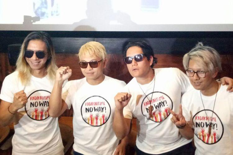 J-Rocks berpose saat  jumpa pers peluncuran klip video Wudhu di kawasan Kemang, Jakarta Selatan, Selasa (23/1/2018).