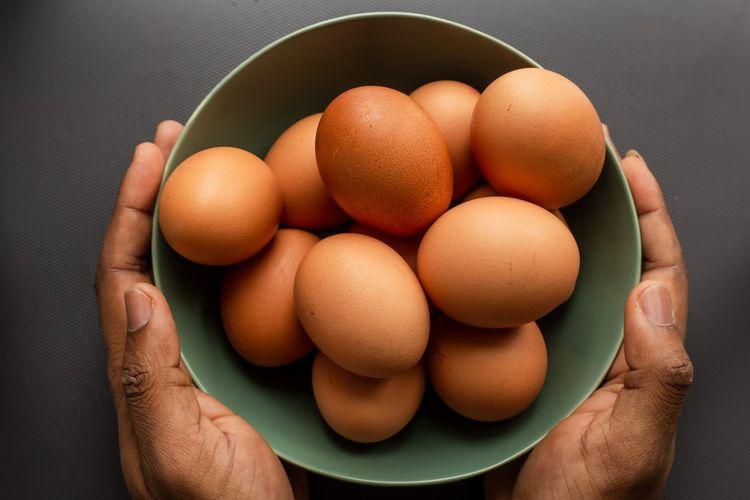 Telur yang masih segar dan sudah busuk sulit dibedakan lewat tampilan fisiknya.