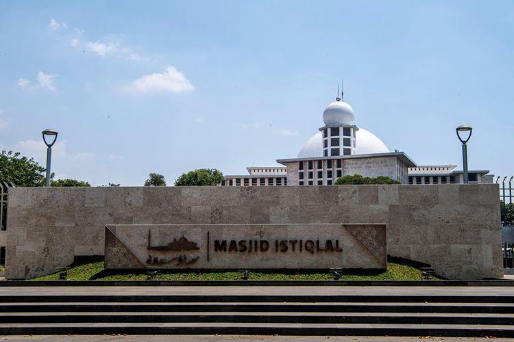Suasana kawasan Masjid Istiqlal yang telah rampung 100 persen direnovasi, di Jakarta, Kamis (27/8/2020). Sedianya renovasi yang dimulai pada Mei 2019 ditargetkan rampung sebelum bulan Ramadhan 2020, namun mundur karena terjadi pandemi Covid-19 dan diberlakukannya kebijakan Pembatasan Sosial Berskala Besar (PSBB).