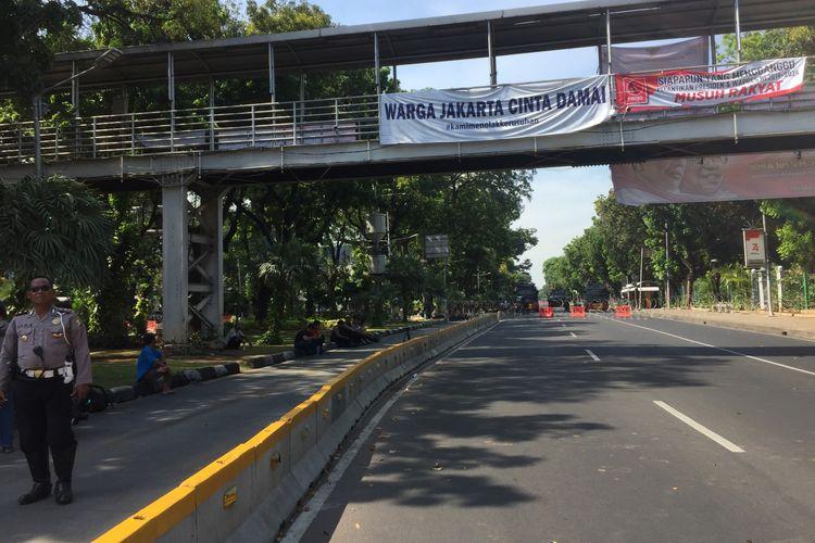 Jalan Merdeka Barat ditutup, Senin (21/10/2019).