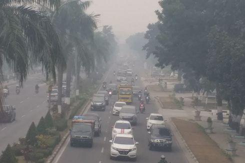 Pekanbaru Dikepung Kabut Asap Pekat, Ibu Hamil hingga Balita Dilarang Keluar Rumah