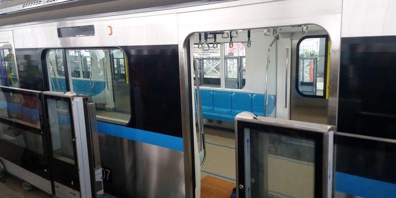 Kondisi interior kereta MRT Jakarta, Selasa (28/8/2018).