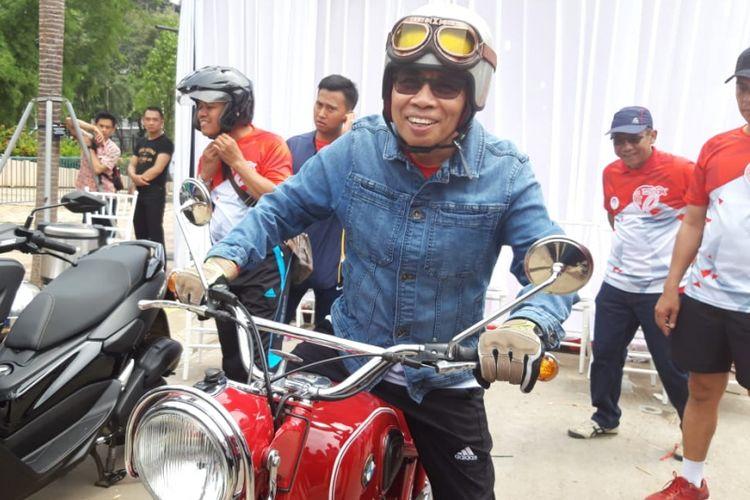 Ketua Dewan Komisioner Otoritas Jasa Keuangan (OJK) Wimboh Santoso selepas penutupan rangkaian acara ulang tahun ke-7 OJK di kawasan Gelora Bung Karno Jakarta, Minggu (25/11/2018).