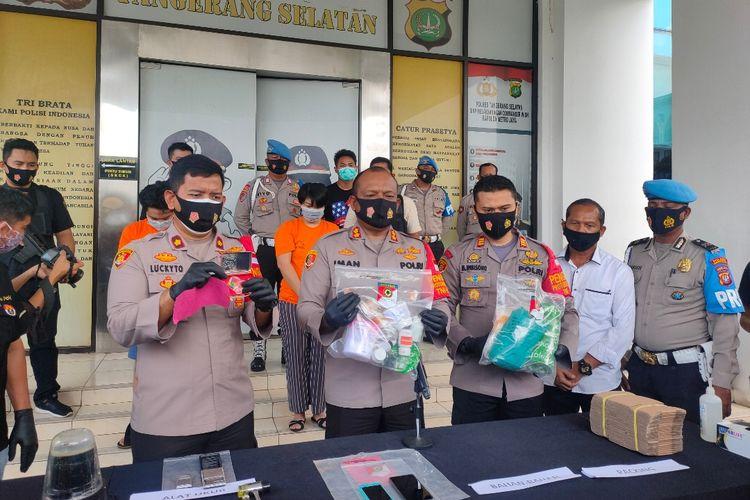 Konferensi pers penggerebekan pabrik ekstasi rumahan di kawasan Cipondoh, Tangerang, Rabu (30/9/2020) di Polres Tangerang Selatan.