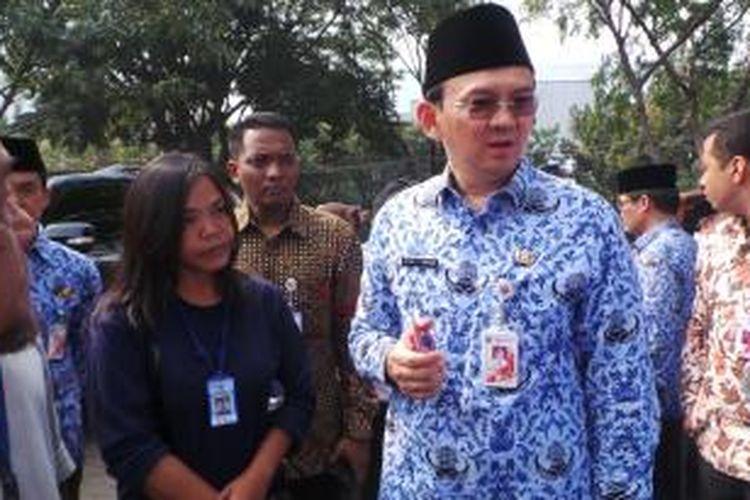 Saat Gubernur DKI Jakarta Basuki Tjahaja Purnama dicegat Pekerja Harian Lepas (PHL) Monas, Rabu (28/10/2015).
