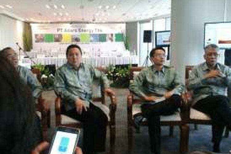 CEO Adaro Energy Garibaldi Thohir bersama jajaran direksi Adaro usai RUPS, Senin (18/4/2016)