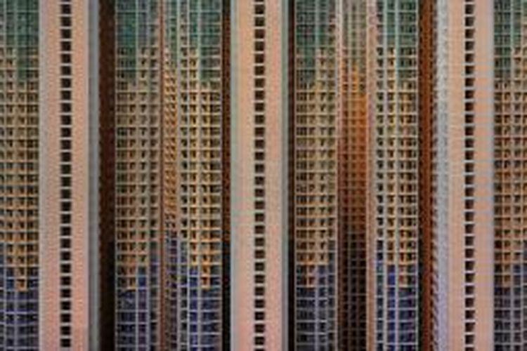 Struktur perkotaan Hong Kong bisa dikatakan salah satu yang paling menakjubkan. Padat penduduk dan gedung vertikal yang saling berhimpitan, mendorong bangunan-bangunan yang menjulang ke langit untuk bersaing dan mengurangi ruang lateral.