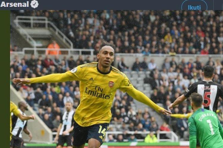 Penyerang Arsenal, Pierre-Emerick Aubameyang, mencetak gol ke gawang Newcastle United pada pekan perdana Liga Inggris 2019-2020.