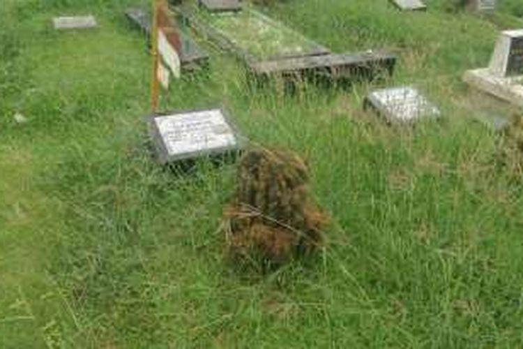 Sejumlah makam pahlawan nasional yang tak lagi terawat di TPU Karet Bivak, Jakarta Pusat
