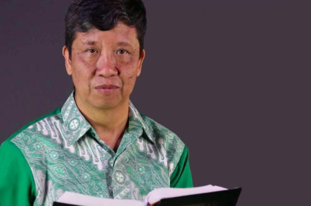 Xavier Quentin Pranata, Kolumnis dan Penulis Buku