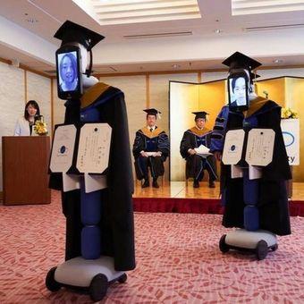 Upacara wisuda BBT University di Jepang yang digelar menggunakan robot Newme.