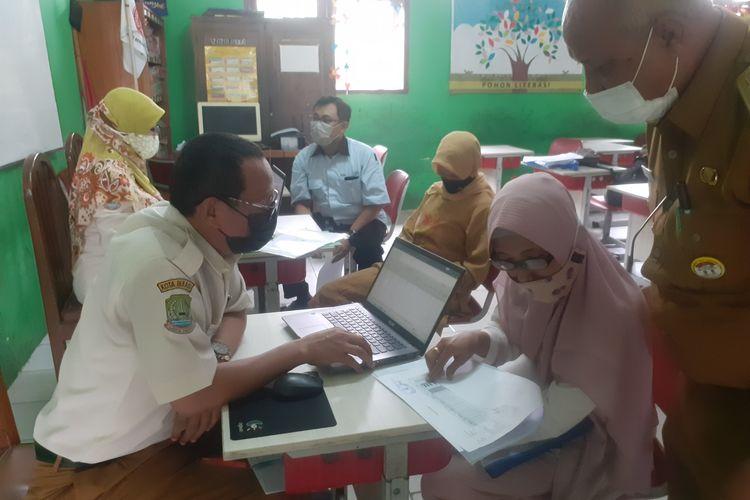 Kondisi Ruang Pengaduan, Posko PPDB Kota Bekasi, Senin (14/6/2021).