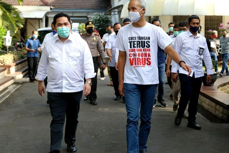 Menteri BUMN Erick Thohir saat mengunjungi rumah dinas Gubernur Jateng Ganjar Pranowo di Puri Gedeh, Semarang, Sabtu (16/5/2020).