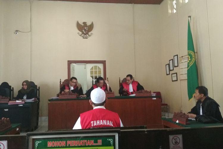 Mantan direktur Abu Tours Hamzah Mamba saat menghadiri sidang vonis korporasi Abu Tours di Pengadilan Negeri Makassar, Rabu (27/11/2019).