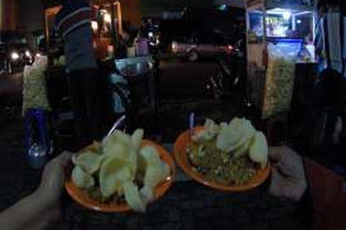 Menjajal Nasi Goreng Kaki Lima yang Disantap Jokowi dan Para Menteri