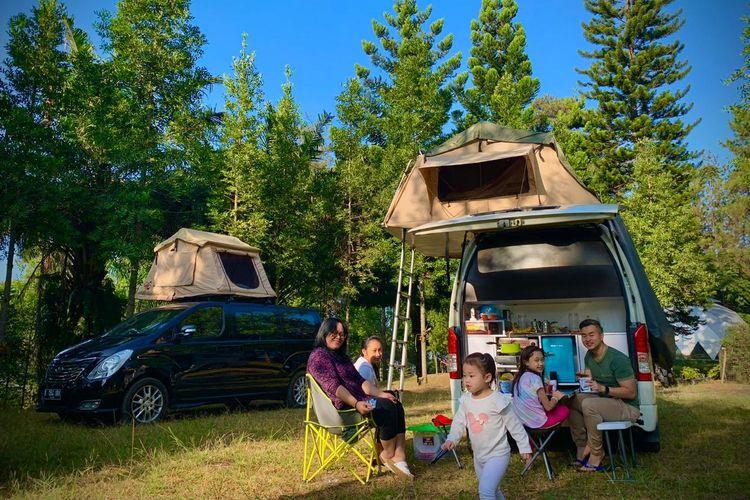 Wisata dengan camper van bersama keluarga