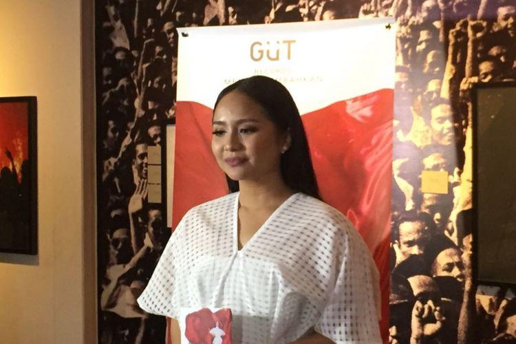 Gita Gutawa meluncurkan album berisi lagu-lagu nasional dengan judul Gita Puja Indonesia di Galeri Foto Jurnalistik Antara, Pasar Baru, Jakarta Pusat, Jumat (11/8/2017).