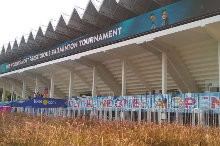 Panitia penyelenggara Blibli Indonesia Open 2019 mengebut pengerjaan fasilitas pendukung di kawasan Istora Gelora Bung Karno, Jakarta, satu hari jelang pertandingan pembuka turnamen bulu tangkis kategori Super 1000 itu.