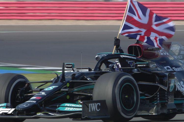 Pebalap Mercedes, Lewis Hamilton, sukses menjadi pemenang balapan Formula 1 (F1) GP Inggris 2021.