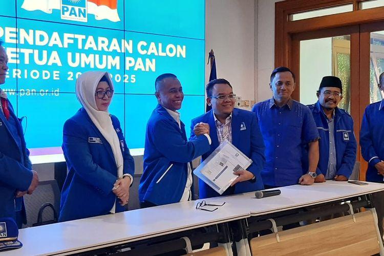 Dradjad Wibowo resmi mendaftarkan diri sebagai bakal calon Ketua Umum PAN 2020-2025 di Sekretariat DPP PAN di Jl Daksa I, Kebayoran Baru, Jakarta, Sabtu (8/2/2020).