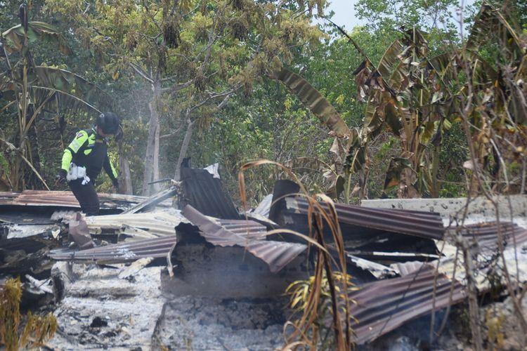 Sekitar 25 rumah warga dan 12 unit motor yang berada di Desa Wadiabero, Kecamatan Gu, Kabupaten Buton Tengah, Sulawesi Tenggara, dibakar oleh sekelompok pemuda, Rabu (27/11/2019) malam