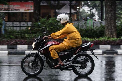 Jangan Asal Lipat, Begini Cara Sederhana Merawat Jas Hujan