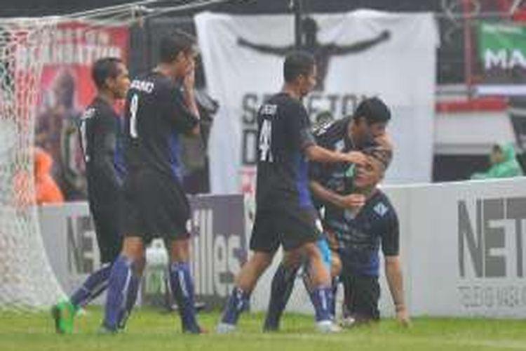 Arema menang 5-2 atas PSS Sleman berkat 3 gol Cristian Gonzales, Minggu (21/2/2016).