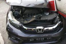 Honda Brio Terseret Truk hingga 150 Meter di Gerbang Tol Bawen Semarang, Pengemudi Selamat