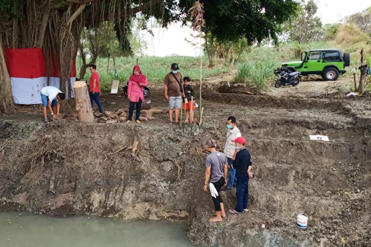 Petirtaan diperkirakan tinggalan era Kerajaan Majapahit, yang ditemukan di Dusun Rejosari, Desa Sumberame, Kecamatan Wringinanom, Gresik.