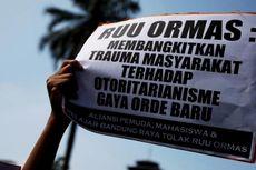 Demo RUU Ormas, Massa Tutup Jalan Gatot Subroto