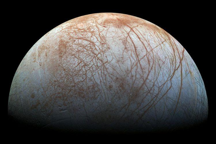 Bulan es planet Jupiter yang dijuluki sebagai Ocean World (Dunia Lautan). Misi NASA dengan pesawat ruang angkasa Clipper akan meluncur pada tahun 2024 dengan roket SpaceX Falcon Heavy.