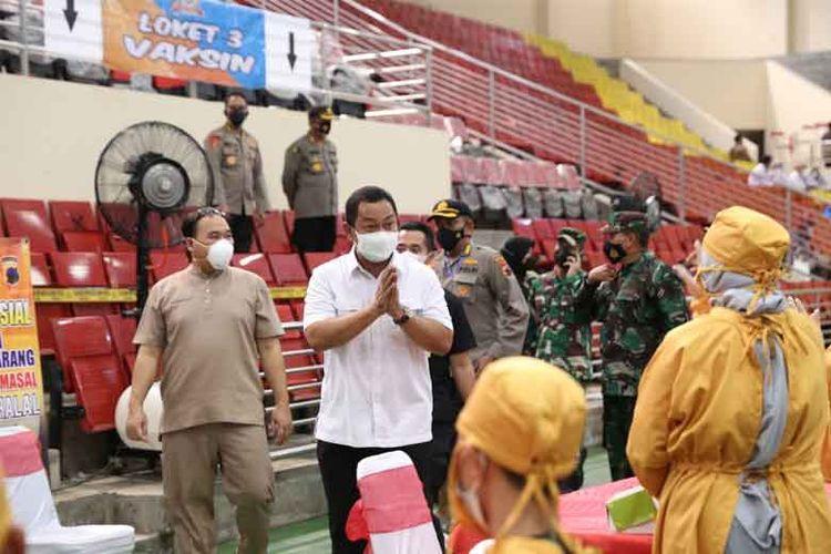 Wali Kota Hendrar Prihadi (Hendi) memantau proses vaksinasi di Kota Semarang.
