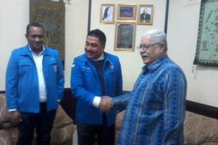 KetuaUmum DPPGerakan Angkatan Muda KristenIndonesia MichaelWattimenasaat menggelar pertemuan dengan Dubes PalestinaFarizMehdawi di Kantor Kedutaan besar Palestina untuk Indonesia di Jakarta, Rabu (16/7/2014)
