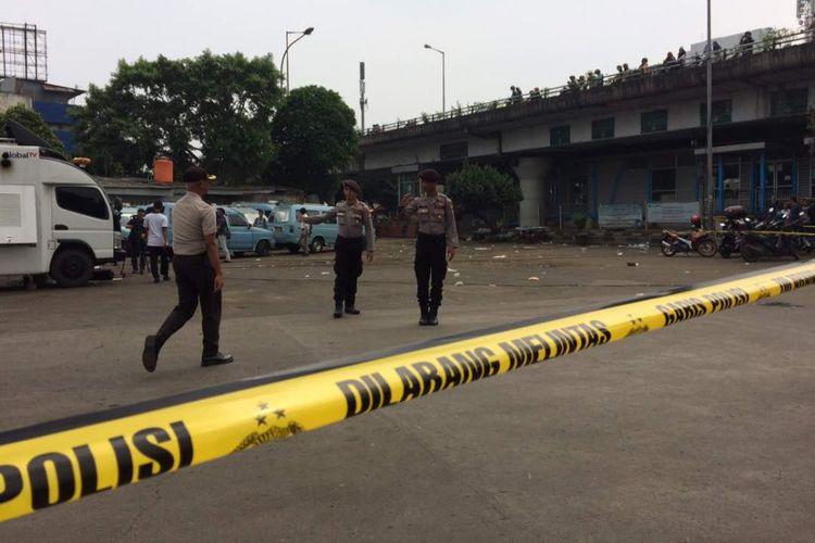 Kondisi terkini lokasi bom di sekitar Terminal Kampung Melayu, Jakarta Timur, Kamis (25/5/2017).