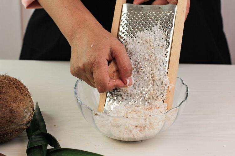 Ilustrasi kelapa parut untuk taburan kue, membuat botok dan santan.