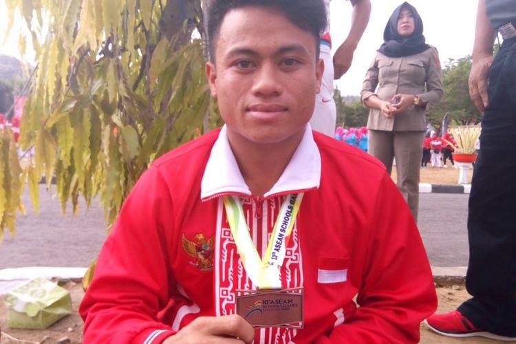Atlet masa depan sepak takraw asal Gorontalo Utara, Raden Mateka. Sejak SMP di kelas VII, kelahiran Kecamatan Sumalata, Gorontalo Utara pada 2000 ini jatuh cinta pada sepak takraw.