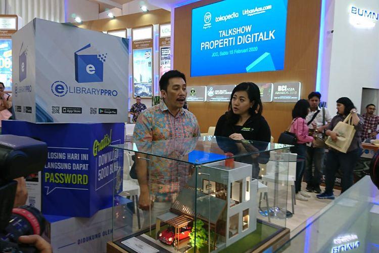 Direktur Realti PT PP Properti Tbk Galih Saksono, Chief Executive Officer (CEO) UrbanAce Ronny Wuisan, dan AVP of Business Tokopedia Jessica Stephanie Jap hadir dalam peluncuran toko resmi PP Properti X Urbanace, Sabtu (15/2/2020).