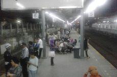 Sudah Tiga Jam Perjalanan Commuter Line dari Tanah Abang Terhambat