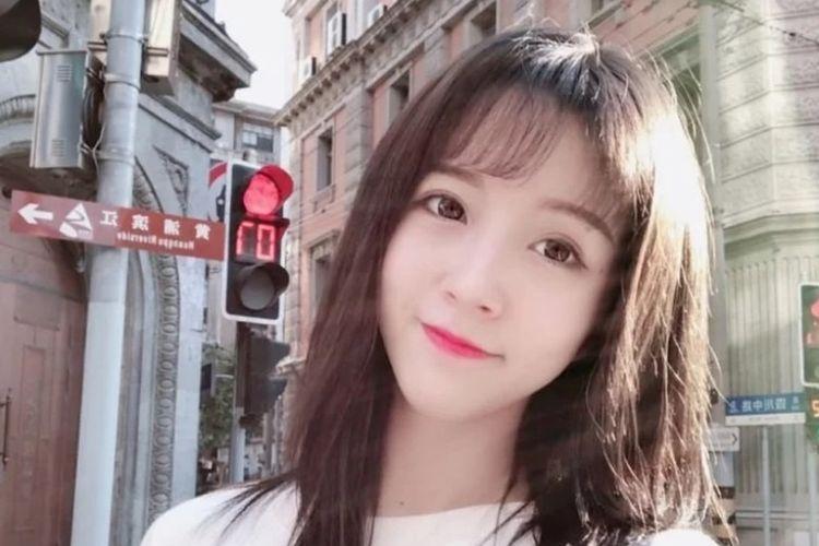 Yang Kaili (21), live-streamer populer di China yang ditahan karena dianggap menghina lagu kebangsaan.