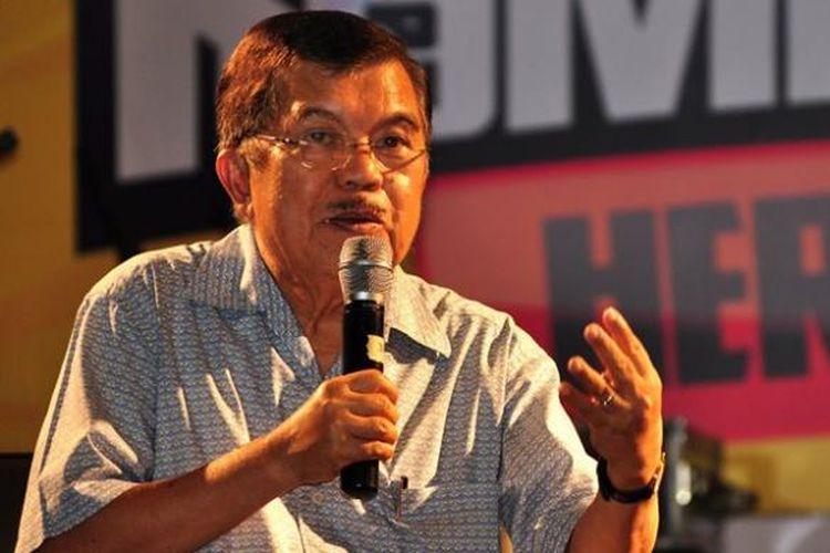 Jusuf Kalla saat menjadi pembicara pada acara Kompasianival di Skeeno Hall, Lantai 3, Gandaria City, Jakarta Selatan, Sabtu (17/11/2012.