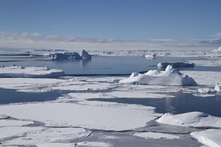 Samudra Selatan di perairan bagian selatan Antartika. Samudra Selatan (Southern Ocean) resmi menjadi samudra kelima di planet Bumi.