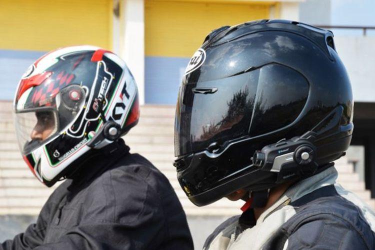Manfaat pakai intercom helm untuk pemotor