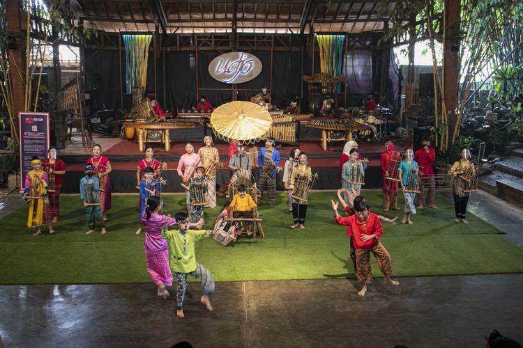 Kegiatan Himpunan Humas Hotel Bandung di Saung Angklung Udjo, Minggu (21/3/2021).