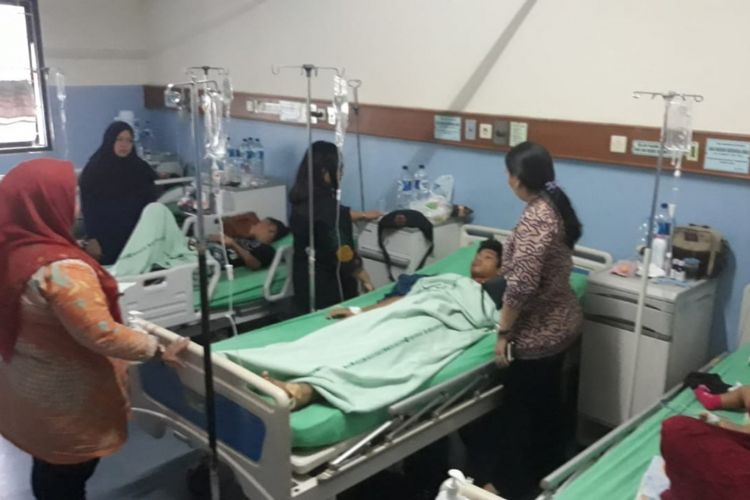 Suasana di ruang rawat inap salah satu pasien Demam Berdarah Dengue (DBD) di RSUD Kota Bekasi, Kamis (24/1/2019).
