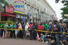 Warga Berkerumun Tonton Rekonstruksi Penyerangan Kelompok John Kei di Green Lake City, Tangerang