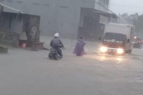 Hujan Lebat di Pangkal Pinang, Lalu Lintas Tersendat karena Jalan Banjir